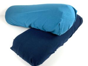 Elastik overtræk til yogapøller i farvene mellemblå og mørkeblå