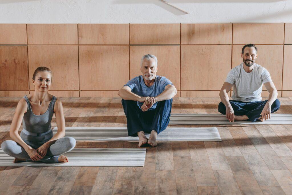 Yoga holdtræning for mænd
